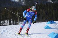 Евгений Гараничев на дистанции индивидуальной гонки среди мужчин на седьмом этапе Кубка мира по биатлону в канадском Кэнморе.