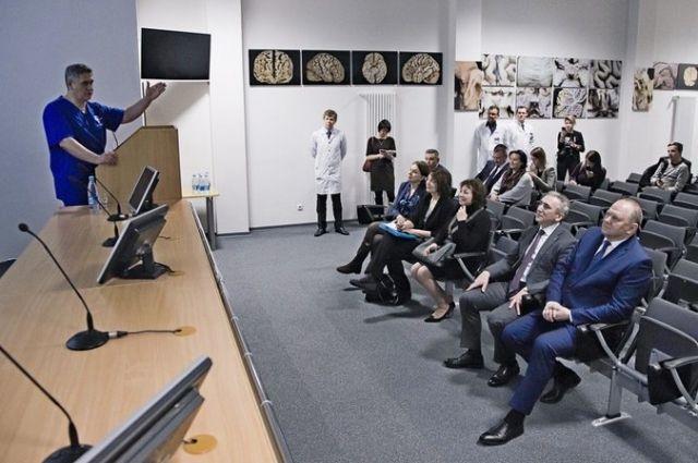 Полпреда Николая Цуканова впечатлили результаты работы тюменского ФЦН