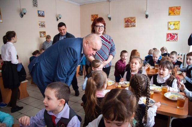 «Здесь кормят, как дома», - отметил Сергей Цивилев в своем аккаунте Вконтакте