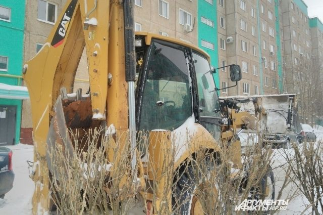 В Оренбурге коммунальщики вторые сутки борются с последствиями непогоды