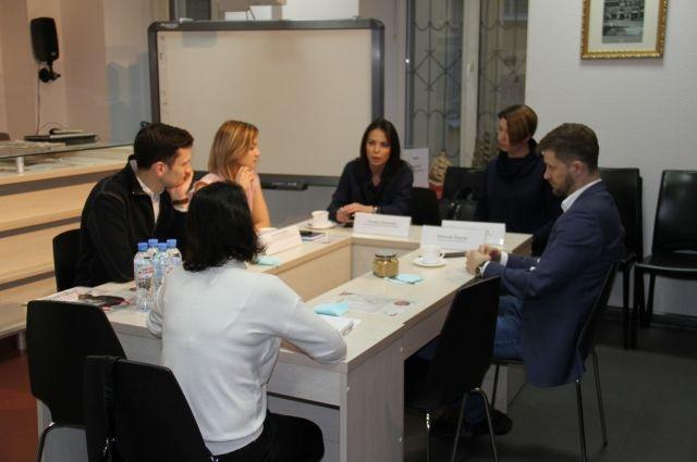 Строительство апартаментов обсудили за круглым столом.