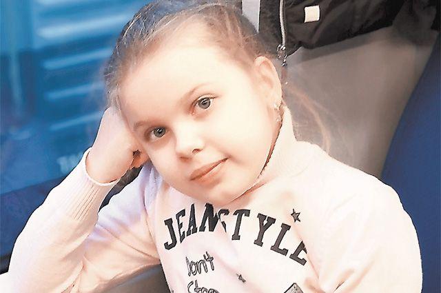 Неизлечимы, но счастливы. Поля Фёдорова и её семья научились ценить каждый день. А мы можем оплатить для Поли имплант и избавить ребёнка от боли.