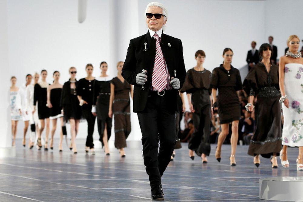 У Лагерфельда не осталось детей. После смерти его партнера Жака де Башера от СПИДа в 1989 году дизайнер жил один.