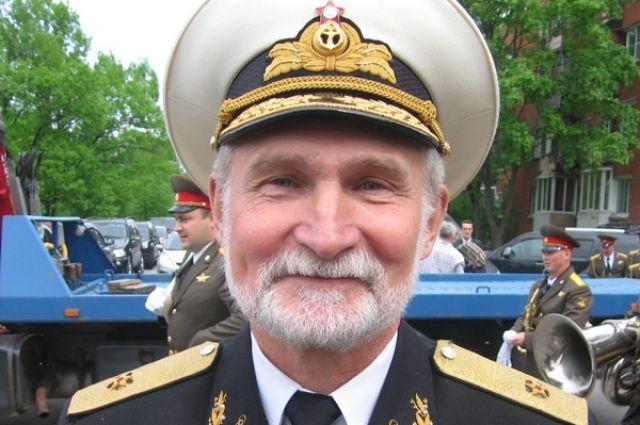 Всеволод Леонидович командовал несколькими АПЛ, в том числе легендарной К-241. Руководил дивизией, в состав которой входило десять подводных ракетных крейсеров стратегического назначения.