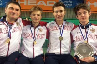 Игорь Кудряшов (третий слева) с участниками сборной России и тренером.