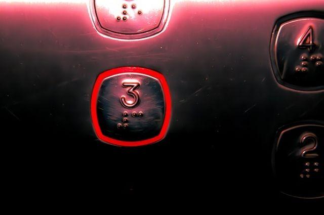 По заключению проектного института «Комигражданпроект» от 2014 г. техническая возможность устройства лифта в здании поликлиники ЦРБ есть.