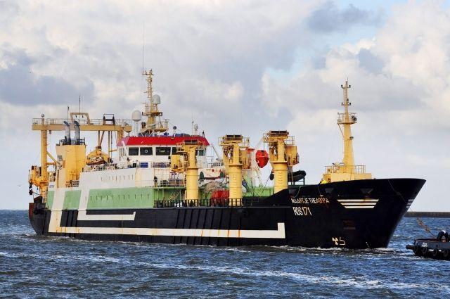 Самый большой рыболовный траулер в мире – «Maartjie Theodora» - использует тралы из Пионерского