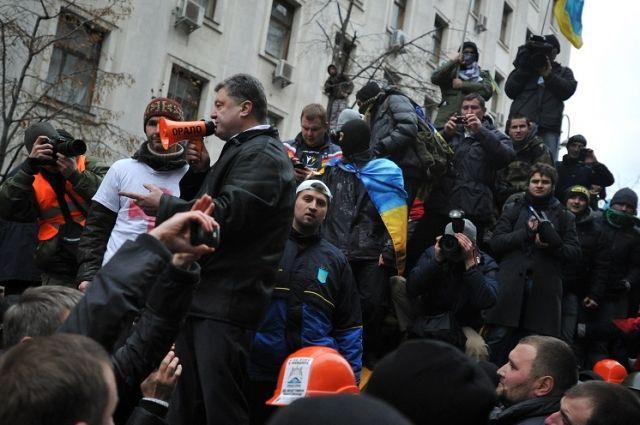 Петр Порошенко среди митингующих.