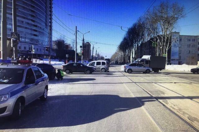 По предварительной информации, 54-летний водитель Renault нарушил правила дорожного движения