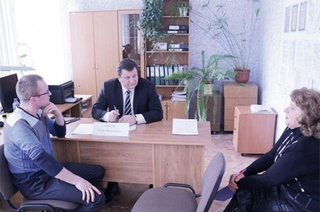 Игорь Ляхов выслушал всех пришедших на приём и наметил пути, как можно устранить озвученные проблемы.