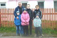 Роману Антишину и его детям добрые люди подарили новый дом.