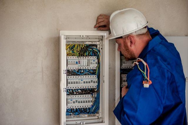 За электроэнергию надо платить, сколько просят, или её просто-напросто отключат.