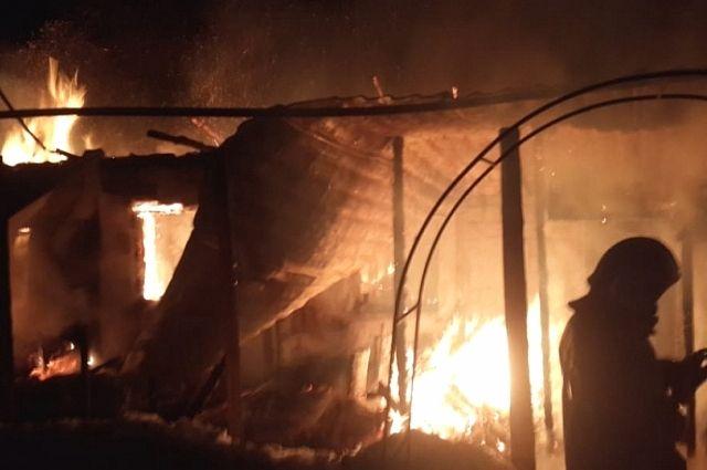 Барак загорелся в центре Хабаровска.