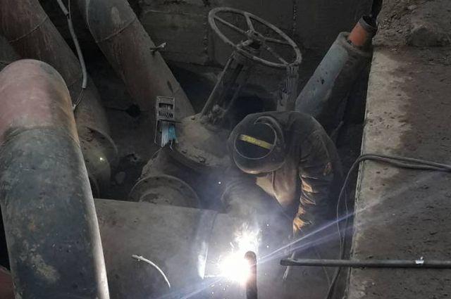 Ликвидацией аварии занимались 8 бригад муниципального предприятия.