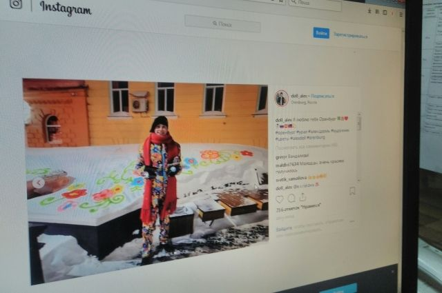 Художник Алекс Долль разрисовал сугробы в центре Оренбурга