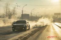 При сильном гололёде тормозной путь автомобиля сильно увеличивается.