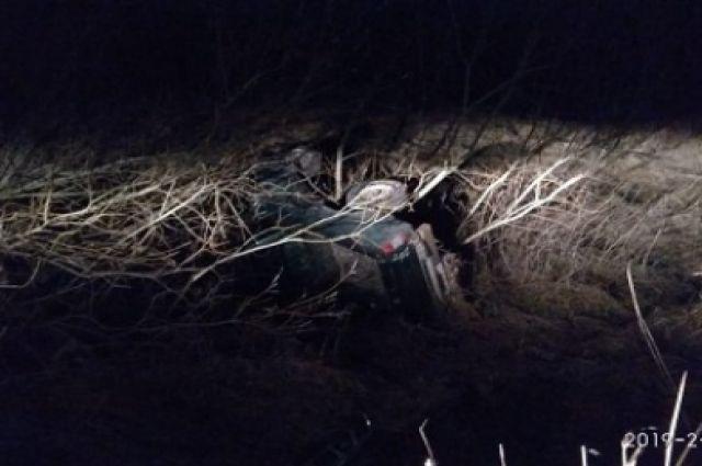 В Полесском районе автомобиль вылетел с дороги, пострадали два человека