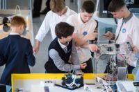Теперь на занятиях преподаватели будут учить робототехнике, а вот ручного труда станет ещё меньше.