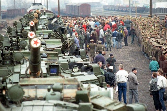 Многие считают, что если бы СССР не вывёл войска из Германии, расширения НАТО на восток не было бы.