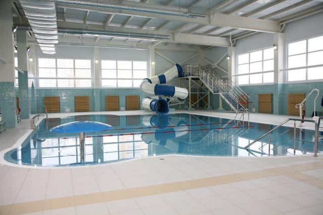В новом трёхэтажном спортивном объекте оборудовано два плавательных бассейна.