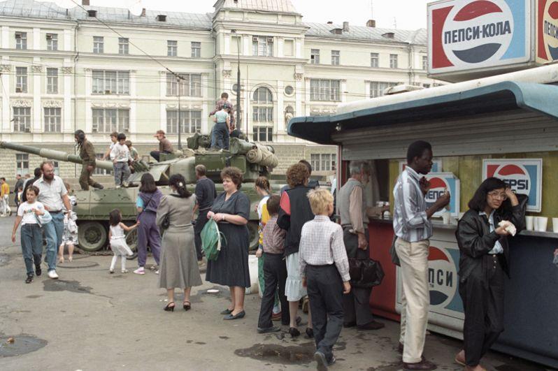 На улицах Москвы в августе 1991 года.