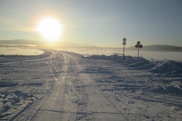 Несмотря на жару, в Хабаровском крае открываются новые ледовые переправы.