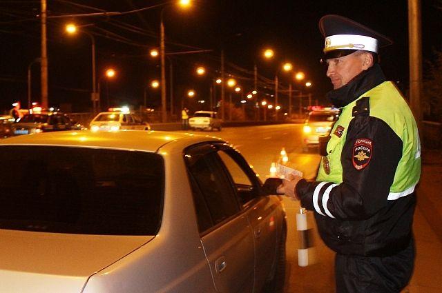 Инспекторы проверят водителей на трезвость.