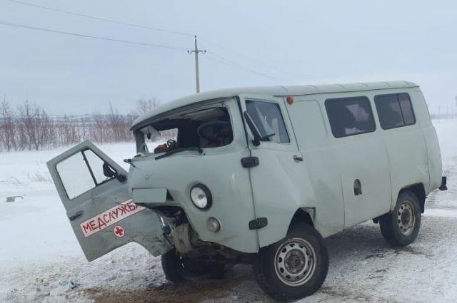 В Тоцком районе в ДТП попал автомобиль медслужбы