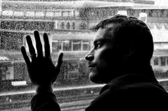 И женщины, и мужчины страдают от депрессии в одинаковой степени.