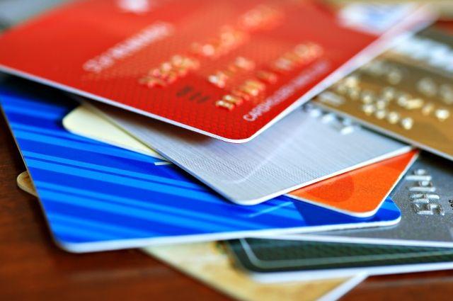В НБУ подсчитали количество платежных карточек на каждого украинца