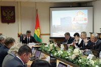 На заседаниях депутаты вносят изменения в бюджет города Брянска, чтобы наиболее грамотно сформировать доходы и наиболее оптимально распределить расходы.