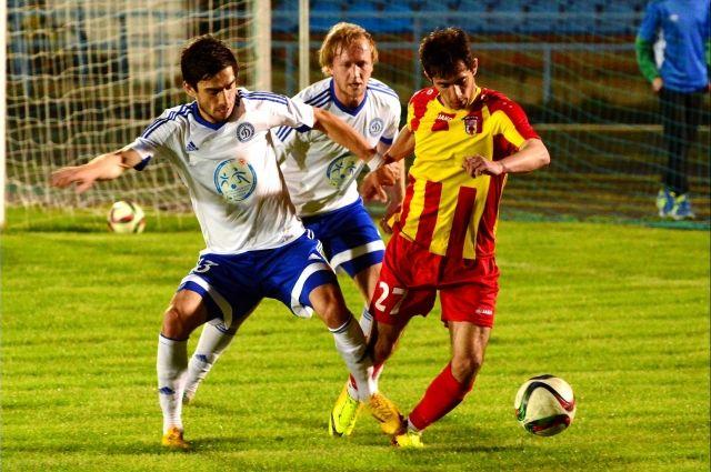Оренбургские футболисты продолжат готовиться к официальным матчам первенства на стадионе «Газовик».