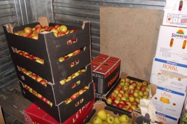 Запрещенные к ввозу яблоки, лимоны, гранаты, сухофрукты, орехи, зеленные культуры и овощи изъяли и сожгли