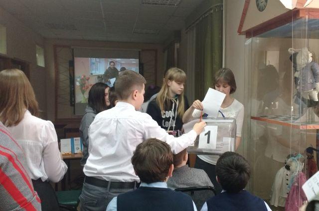 В Тюмени школьники помогли провести выборы Ивану Царевичу и трем богатырям