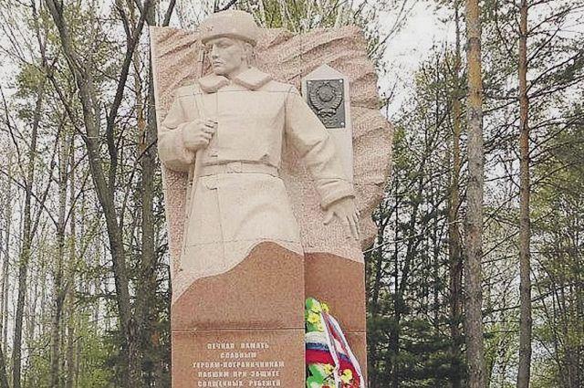 На мемориале в Дальнереченске всегда цветы для погибших героев.