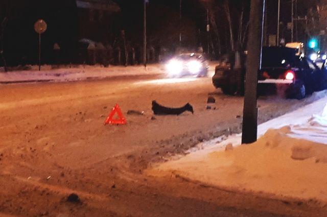 В Тюмени погиб водитель Hyundai Solaris: автомобиль врезался в столб