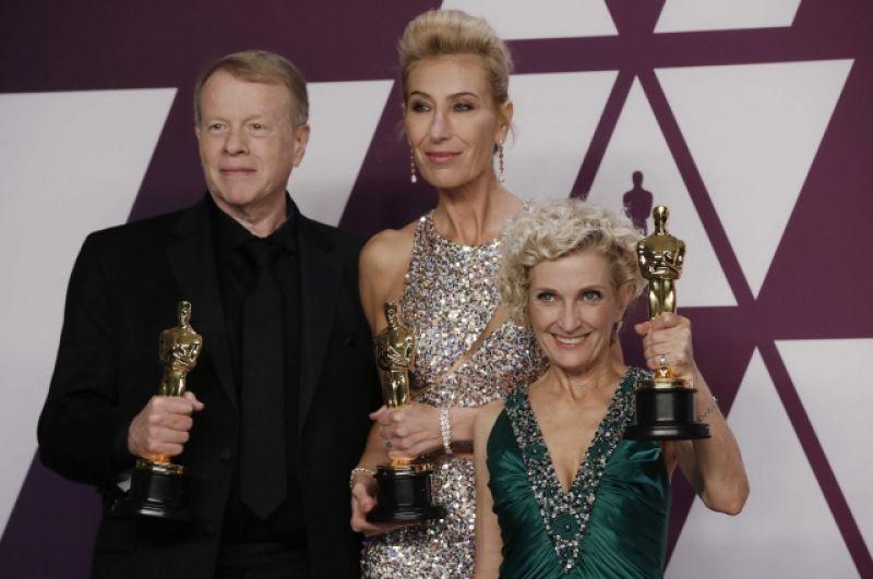 Премия «Оскар» за лучший грим и причёски досталась Грегу Кэнному, Кейт Биско и Патриции Дехани за фильм «Власть»