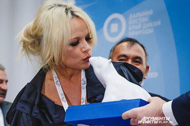 Памела Андерсон попросила правительство РФ о помощи косаткам в Приморье - Real estate