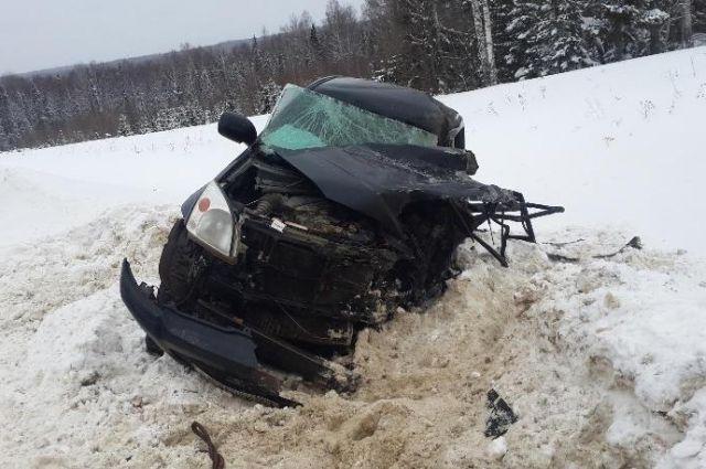 Водитель внедорожника погиб на месте.