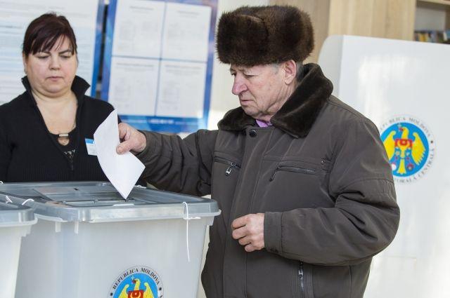 Жители Молдавии решили сократить число депутатов