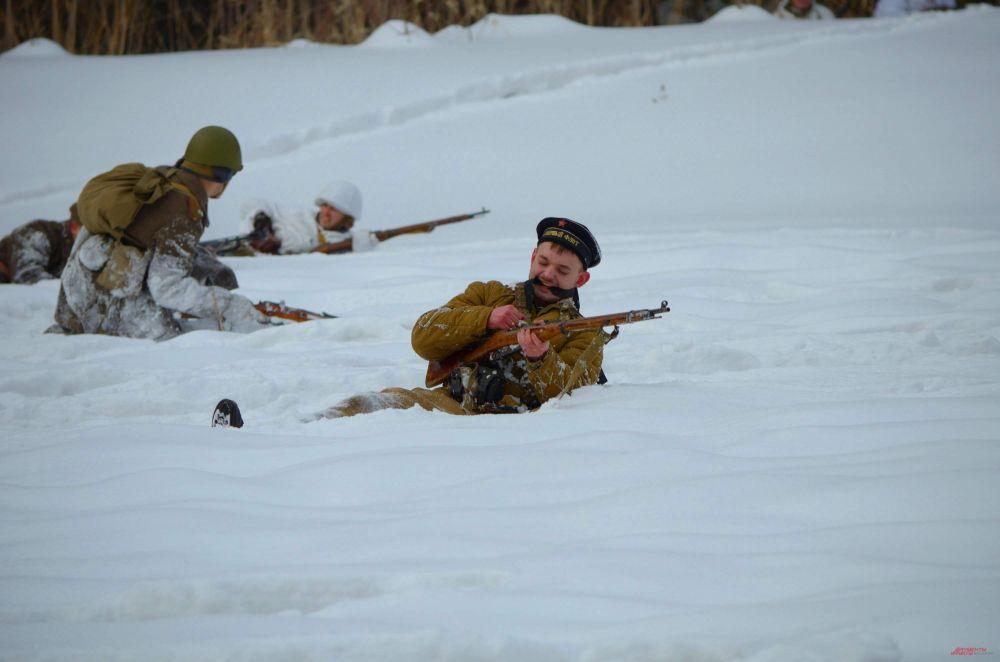 В сражении приняли участие реконструкторы из пяти городов. Кроме Новосибирска здесь были представители клубов реконструкторов из Томска, Омска, Красноярска и Барнаула.