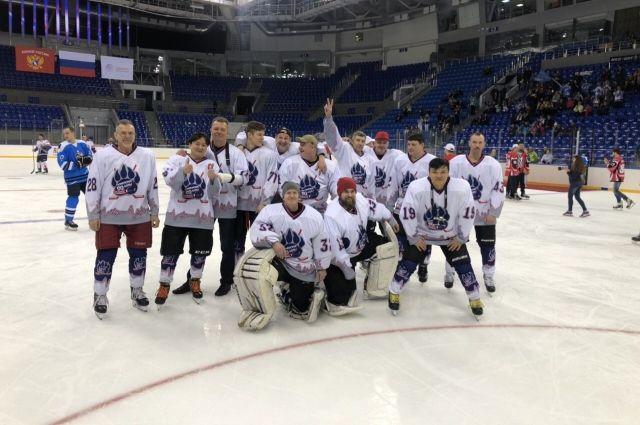 Тюменские врачи завоевали серебро на соревнованиях по хоккею