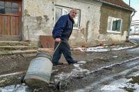 Александр Гамов: Три месяца таскаем воду на себе, а чиновникам и дела нет!