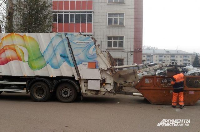 Тариф на 2019 год – 3840 рублей за тонну мусора. То есть мы платим 3,84 рубля за один килограмм мусора