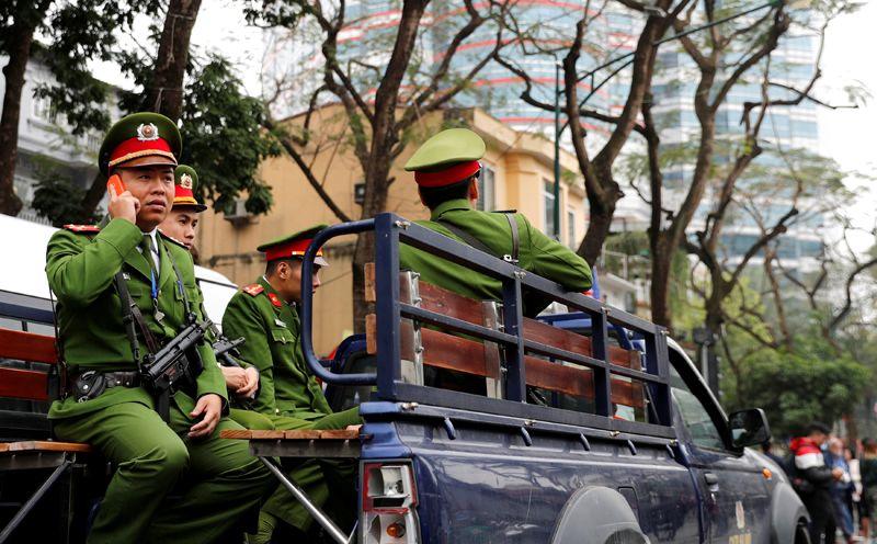 Полицейские на улицах Ханоя.