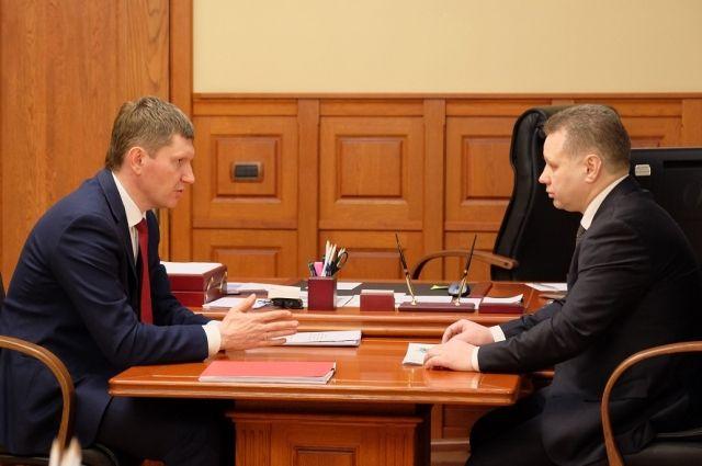 Губернатор передал главе округа обращения граждан, направленные через портал «Управляем вместе» и Инстаграм.