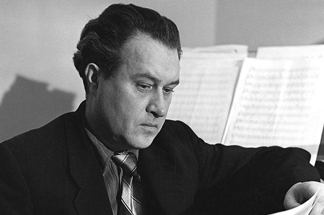 Борис Андреевич Мокроусов во время работы. 1955 г.