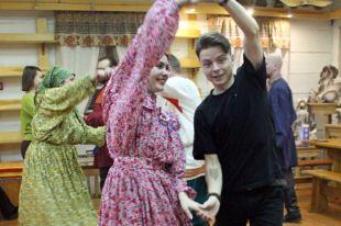 Для народного сибирского танца и тесная изба - раздолье.