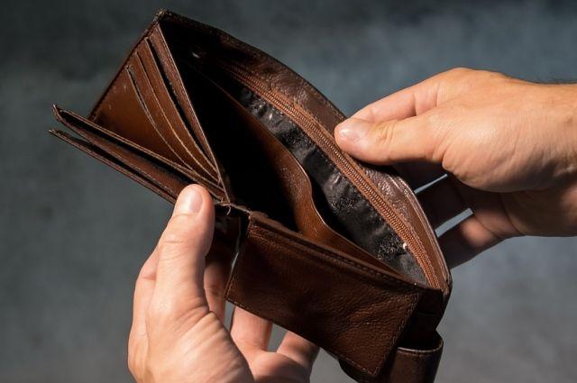 Выплатить долг с процентами, которые растут как снежный ком, получается не у всех. Типичная история - взяли 5000 рублей на подарки, а вернуть пришлось уже 50 тысяч.