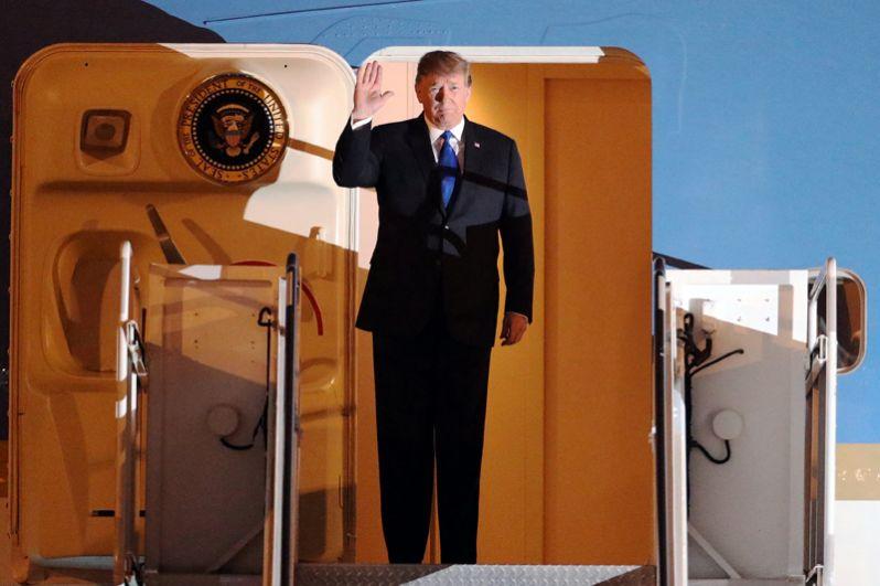 Дональд Трамп, прибывший в аэропорт Ханой.